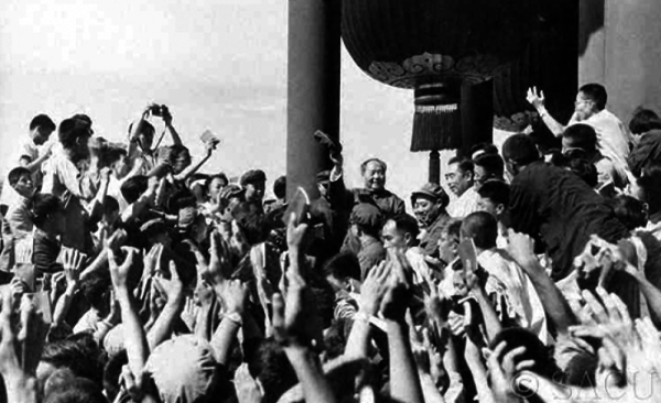 Mao Zedong addressing a group of Communist Chinese workers